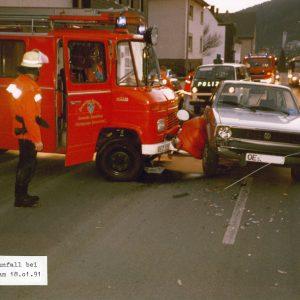 Unfall beim Ausrücken von Einsatzfahrzeugen am Feuerwehrhaus Finnentrop